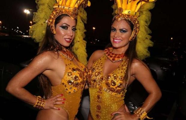 De volta ao Brasil, advogada chama a atenção em desfile de carnaval