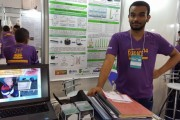 Brasileiro de 17 anos constrói braço robótico que restaura a sensibilidade tátil
