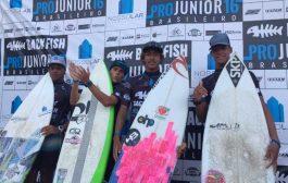 Tiago Silva garante vitória da superação no 'Nossolar Construtora apresenta Backfish Pro Júnior 16', em Peruíbe