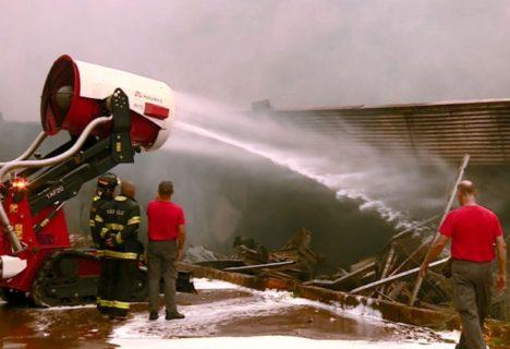 Incêndio atinge e destrói hipermercado em Americana (SP)